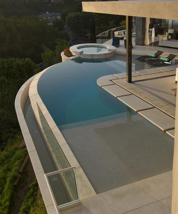 Дизайн роскошного дома мечты с угловым бассейном