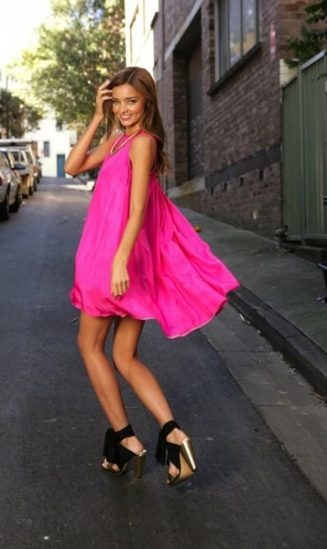 Девушки летом платья
