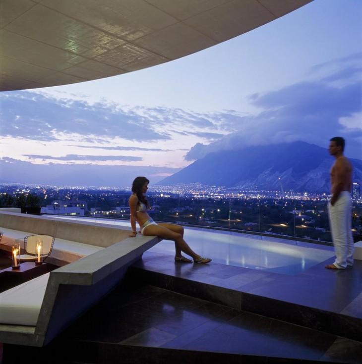 Роскошный вид с крыши отеля Hotel Habita MTY в Мексике