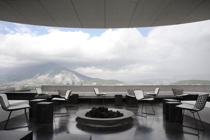 Видовой ресторан отеля Hotel Habita MTY в Мексике