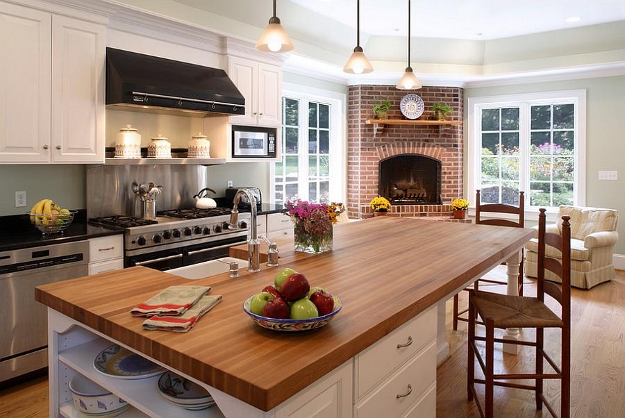 Интерьер кухни с камином фото