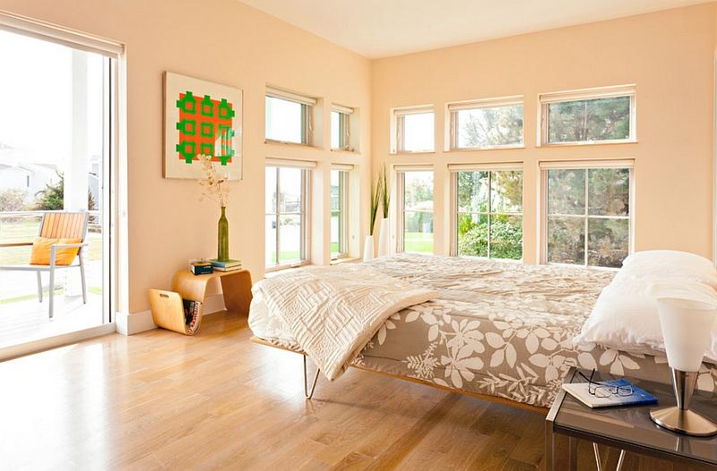 Модная тумбочка в интерьере спальни