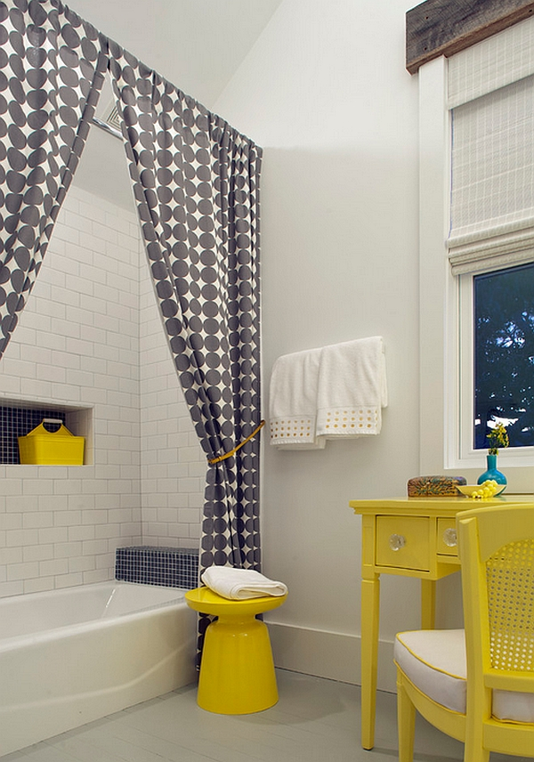 Круглая тумбочка в интерьере ванной