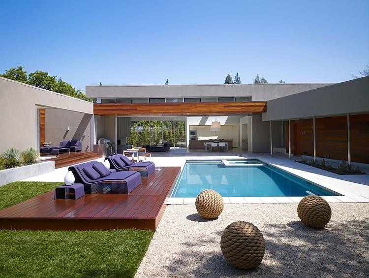 Изящный дизайн резиденции с П-образной планировкой