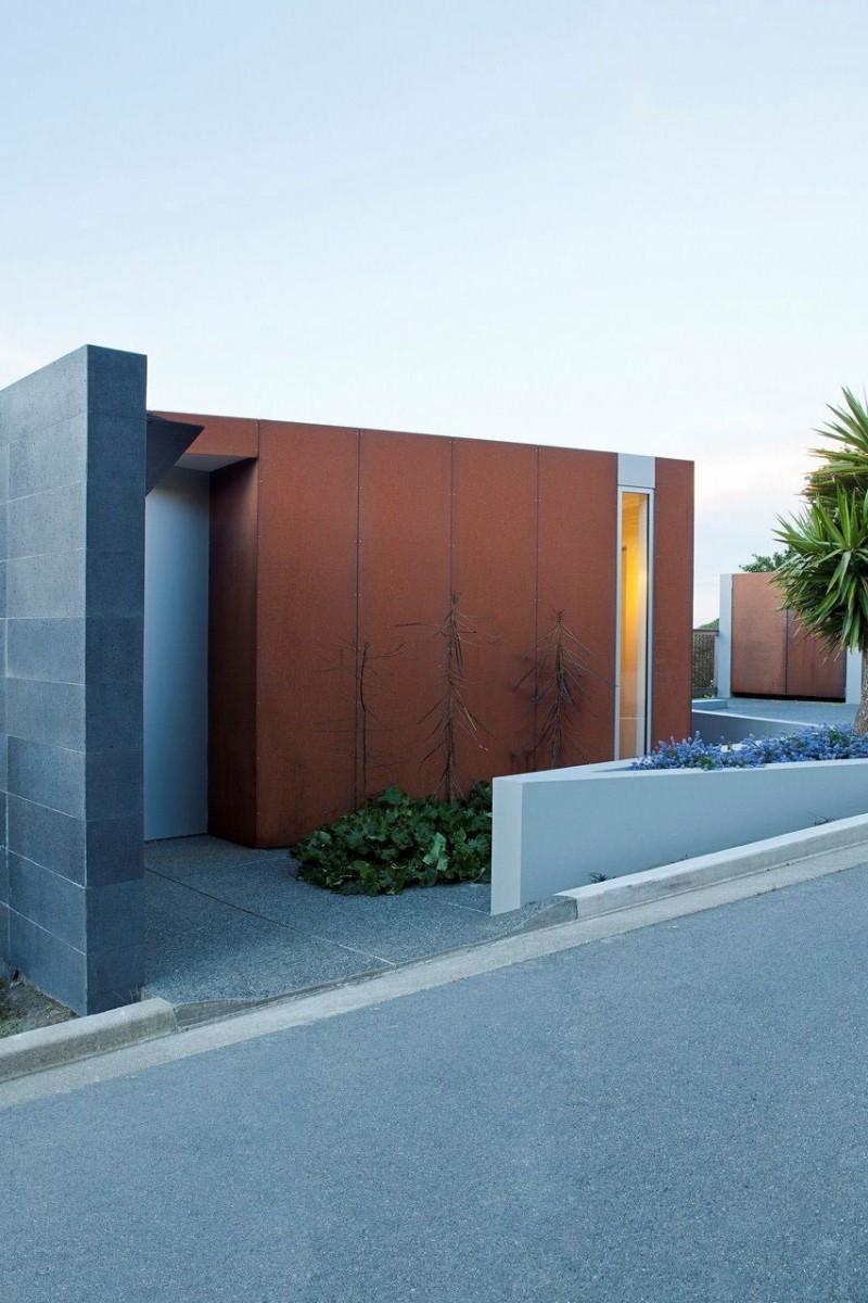 Дерзкий проект консольного дома с бассейном на склоне