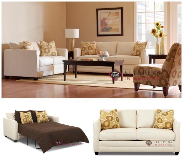 Стильный раскладной диван в интерьере светлой гостиной