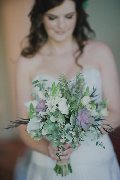 Суккуленты в свадебном букете невесты