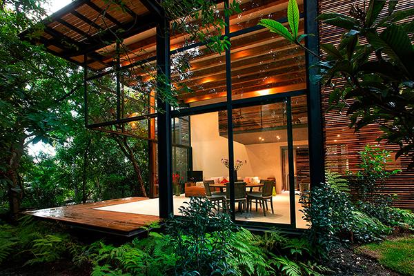 Дома из стекла и дерева в окружении природы от мексиканских архитекторов