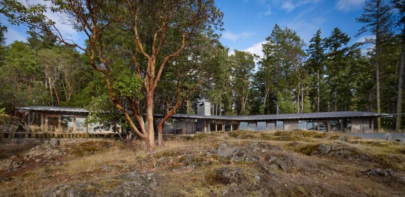 Дизайн-проекты одноэтажных домов: уютный Suncrest на лесном острове