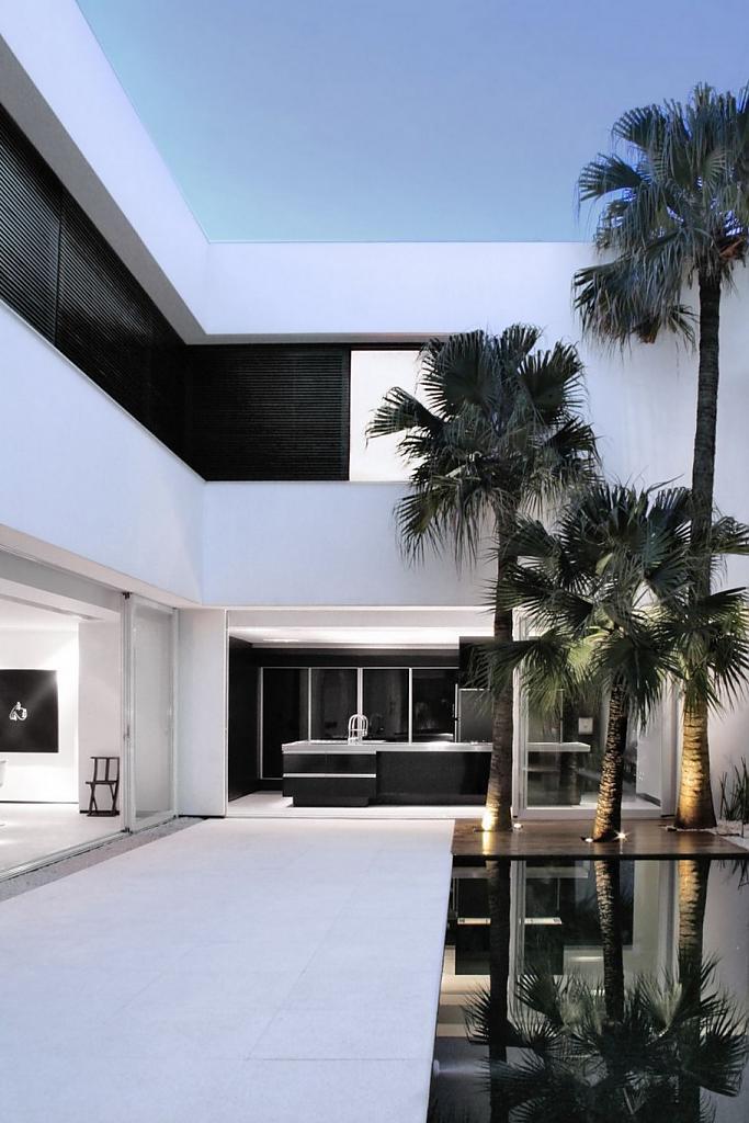 Дизайн интерьера элитных домов: изысканный особняк в Бразилии