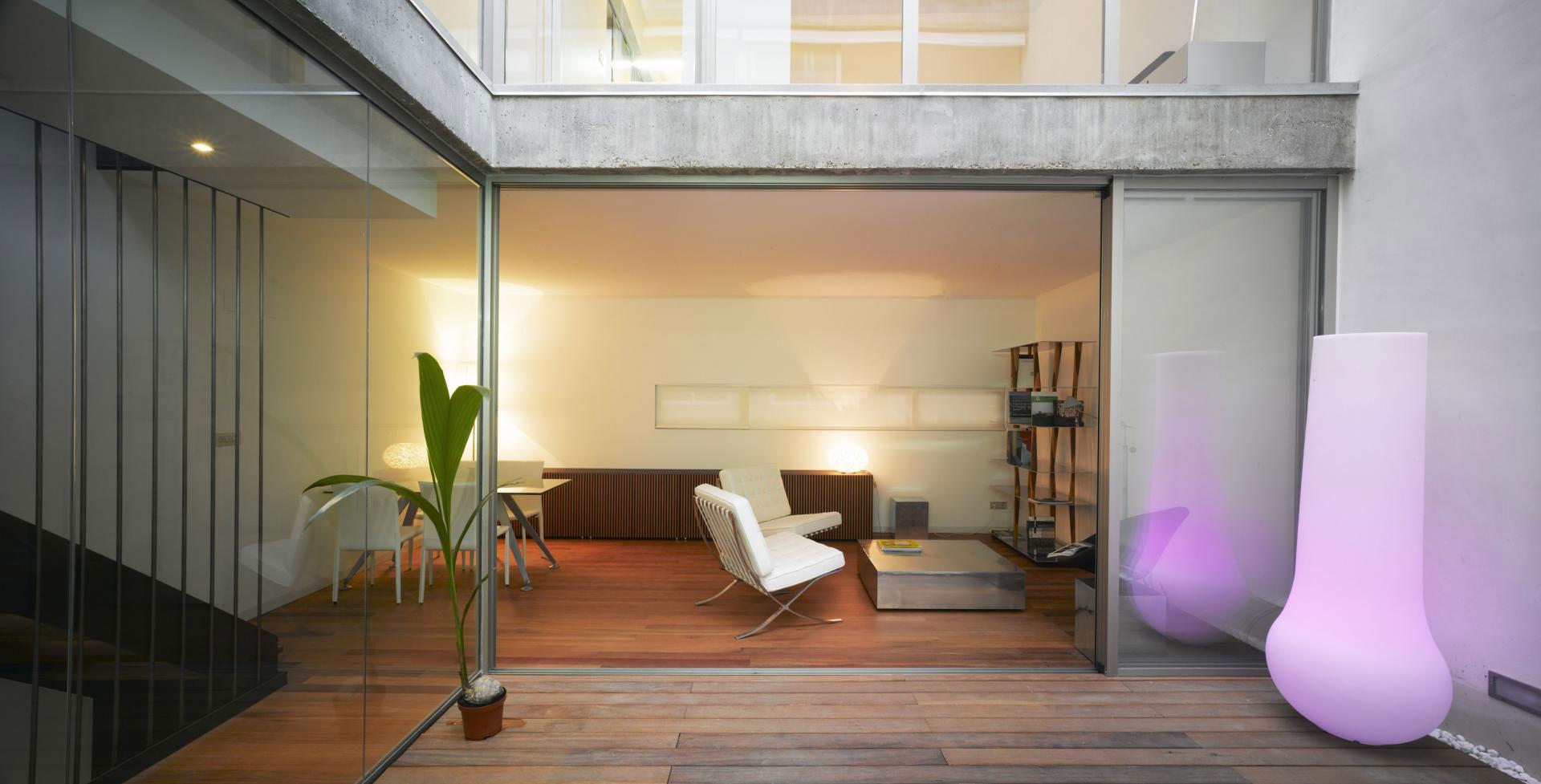 Интерьер испанского дома: вертикальная планировка и просторная терраса