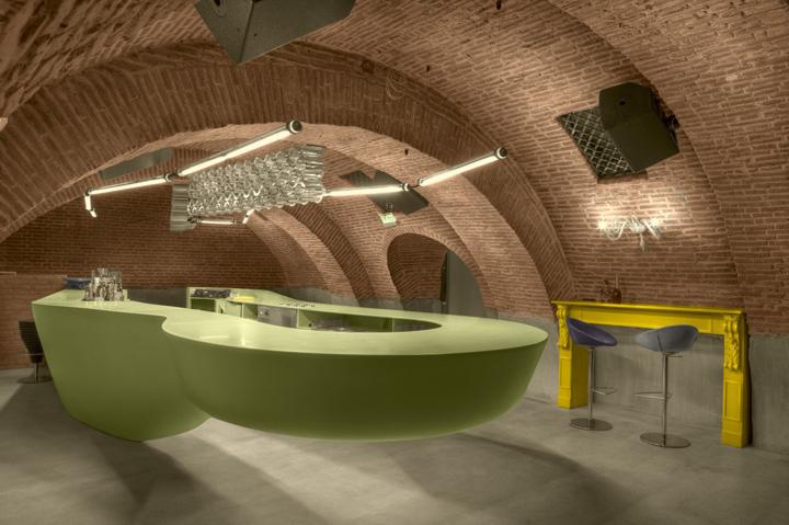 Дизайн интерьера Evolution Bar от Sebastian Barlica, Бухарест, Румыния