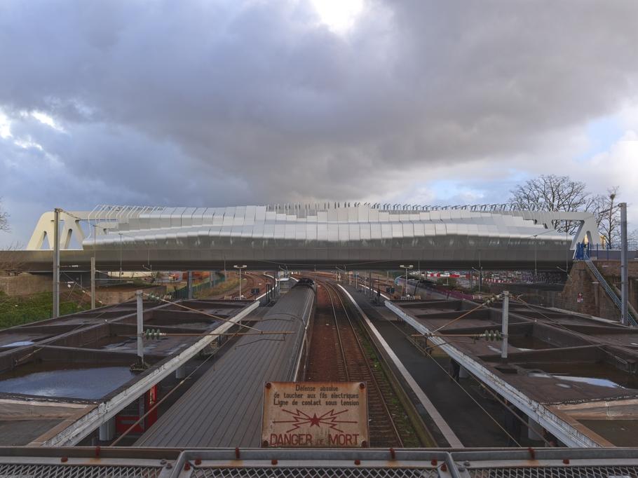 Города будущего: фантастическое здание вокзала в Saint Nazaire