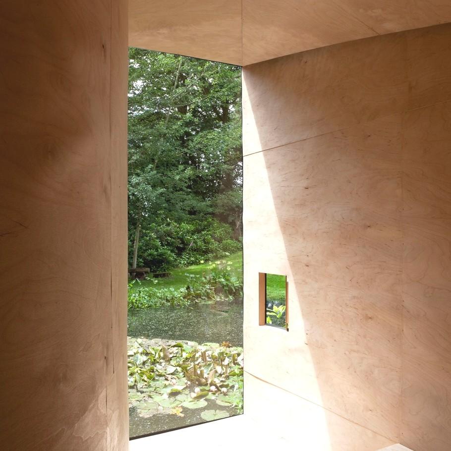 Современная хижина для медитаций Forest Pond House