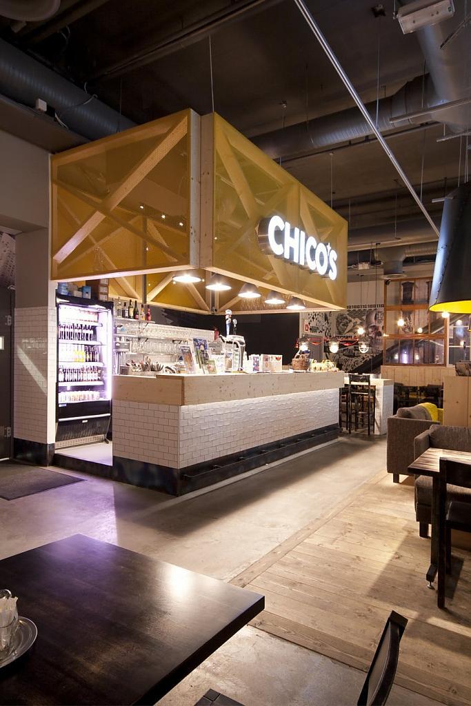 Классический американский интерьер ресторана бара chico s