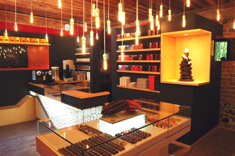 Современный интерьер магазина Que Bo