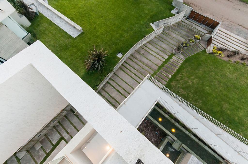 Barbacoa En La Terraza De Una Casa Con Un Diseño Futurista